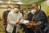 Yogyakarta membagikan ribuan gelang vaksinasi ke pelaku wisata