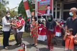 Agustiar bersama media di Kalteng bagikan paket sembako