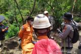 Sejumlah personel diterjunkan untuk cari seorang pendaki hilang di Gunung Guntur
