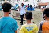 Polisi-Pemuda Pancasila amankan dua warga yang dicurigai saat kunjungan Presiden di Cilacap