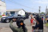 Anak-anak nelayan Cilacap antusias sambut kedatangan Presiden Jokowi