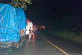 Jalinsum Padang-Solok lumpuh total akibat longsor, antrian