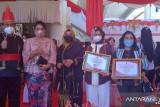 Gubernur Sulut beri penghargaan swasta lindungi pekerja rentan