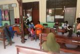 Satgas TNI Yonif 131 beri layanan vaksinasi warga di perbatasan RI-PNG