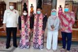 Afif Syakur merancang kostum defile PON Kontingen DIY dalam sepekan