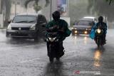 BMKG: Waspada hujan disertai petir di sejumlah wilayah di Indonesia
