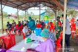 TNI dampingi vaksinasi untuk warga Deiyai Papua