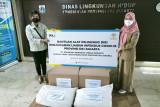 Dinas Lingkungan Hidup DKI dapat bantuan APD untuk petugas sampah medis