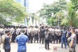 Polisi amankan jalannya aksi demo BEM SI di  Gedung KPK