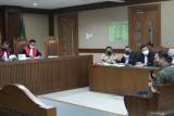 Anggota Polri yang kenalkan Azis Syamsuddin dengan eks penyidik KPK