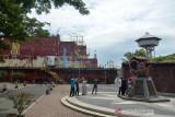 KAPAL PLTD APUNG MULAI DIBUKA UNTUK PENGUNJUNG. Wisatawan mengunjungi objek wisata Situs Tsunami Kapal PLTD Apung, di Desa Punge Blang Cut, Banda Aceh, Aceh, Sabtu (25/9/2021). Situs Tsunami Kapal PLTD Apung  di daerah itu kembali dibuka secara normal tanpa pembatasan jumlah pengunjung, namun tetap menerapkan protokol kesehatan secara ketat setelah daerah itu dinyatakan bebas dari zona merah COVID-19. ANTARA FOTO/Ampelsa.