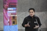 Menteri BUMN Erick Thohir menyampaikan keterangan pers terkait program Girls Take Over di Kementerian BUMN, Jakarta, Senin (27/9/2021). Program Girls Take Over telah memilih enam perempuan muda dari seluruh Indonesia yang akan menjadi Menteri BUMN dan lima direktur utama BUMN dalam satu hari yang merupakan bagian dalam transformasi human capital BUMN guna mendorong peningkatan kepemimpinan muda dan perempuan. ANTARA FOTO/Dhemas Reviyanto/aww.
