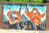 Lukisan dua individu Orangutan yang hidup di kawasan tersebut, terpahat di pagar kantor desa di Desa Kalibandung, Kecamatan Sungai Raya, Kabupaten Kubu Raya, Kalimantan Barat, Senin (25/7/2021). Lembaga Pengelola Hutan Desa (LPHD) Kalibandung bersama Pemdes setempat, Kelompok Usaha Perhutanan Sosial (KUPS) dan sejumlah NGO pendamping seperti WWF dan YNKI bersinergi dalam menjaga keanekaragaman hayati di Lanskap Kubu karena memerlukan perhatian ekstra bagi segenap elemen terkait. ANTARA KALBAR Jessica Wuysang