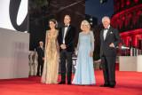 Keluarga kerajaan Inggris nonton film terbaru James Bond