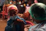 Layanan vaksinasi COVID-19 untuk petani digelar malam hari di Bekasi