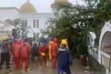 Pohon besar tumbang di Makam ulama besar Minangkabau, sebabkan 1 tewas, 3 luka-luka