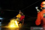 Tim SAR Padang berhasil selamatkan tujuh anak yang terjebak di sungai