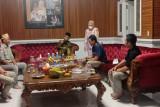 Menparekraf diskusikan pengembangan pariwisata di rumah pribadi Bupati Lampung Barat