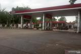 BBM langka di Lubukbasung Agam, pengendara terpaksa beli enceran di pinggir jalan