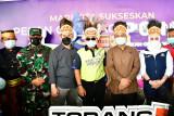 Warga KKSS Papua berpakaian adat menyambut Plt Gubernur Sulsel