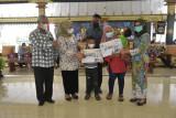 Kemensos menyerahkan bantuan anak yatim piatu korban COVID-19 di Sleman
