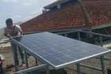 LPPM Undip bangun instalasi PLTS di Ponpes Tangho Banjarnegara.