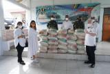 Bupati Sitaro serahkan bantuan beras Presiden RI bagi masyarakat terdampak COVID- 19