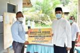 Bupati serahkan bantuan rumah ibadah di wilayah Delang