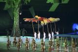 Pembukaan PON XX Papua: hiasan kepala suku Dayak ramaikan parade atlet