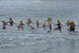Peserta memacu kecepatan saat mengikuti lomba renang perairan terbuka Bali Ocean Swim 2021 di Pantai Kuta, Badung, Bali, Minggu (3/10/2021). Bali Ocean Swim yang memperlombakan tiga kategori yaitu renang perairan terbuka jarak 1,2 km, jarak 5 km dan jarak 10 km tersebut diikuti ratusan peserta dari kalangan warga lokal dan warga negara asing (WNA) untuk membangkitkan pariwisata Bali serta sebagai kegiatan amal guna mendukung program olahraga penyandang disabilitas di Bali. ANTARA FOTO/Nyoman Hendra Wibowo/nym.