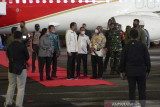 Presiden Joko Widodo tanam jagung dan tinjau vaksinasi di Sorong