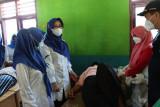 Ketua TP-PKK Pesisir Barat hadiri kegiatan baksos pemeriksaan kesehatan dan program vaksinasi