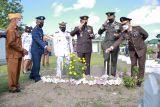 Kapolda NTB Hadiri Upacara Ziarah di TMP Majeluk Dalam Rangka HUT TNI Ke-76