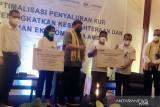 Menko Airlangga Hartarto ingatkan bunga pinjaman KUR hanya tiga persen