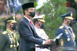 Presiden Joko Widodo sapa prajurit yang tengah bertugas pada HUT ke-76 TNI