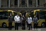 Airlangga Hartarto beri bantuan dua bus listrik dan dua microbus untuk UGM
