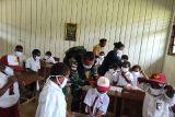 Satgas TNI berikan imunisasi siswa SD di perbatasan RI-PNG