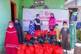 Bhayangkari Sulbar salurkan pekat bantuan sosial ke masyarakat pesisir