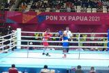 PON XX Papua - Petinju Sumut ke final kelas welter putra usai menang KO atas petinju Jatim