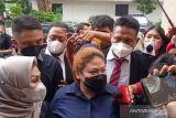 Anak penyanyi Nia Daniaty penuhi panggilan polisi terkait dugaan penipuan