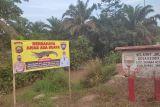 Polisi pasang papan peringatan bahaya buaya di Desa Talang Kerinci