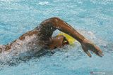 PON Papua - Perenang Jabar Aflah Fadlan pertahankan torehan enam emas di kolam renang