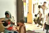 Mengaku diusir dari rumah, seorang ibu muda dan dua anaknya diselamatkan Satpol-PP