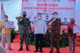 TNI salurkan BLT ke pedagang kaki lima  di Musi Banyuasin