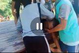 Video detik-detik warga selamatkan pelajar tenggelam di Danau Biru Lombok Tengah