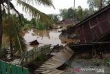 Terjangan longsor hanyutkan dua rumah dan rusak tempat ibadah di Tanjabbar