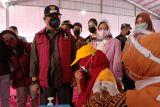 Ratusan buruh linting pabrik rokok di Jatim ikuti vaksinasi berhadiah beras