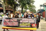 Tokoh Adat Kurai Bukittinggi bersama masyarakat serahkan surat gugatan sengketa tanah dengan TNI ke Pengadilan