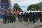 Personel TNI-Polri amankan Festival Eme Neme di Timika