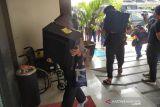 Polda Jabar membeberkan nama puluhan pinjol ilegal yang digerebek di DIY